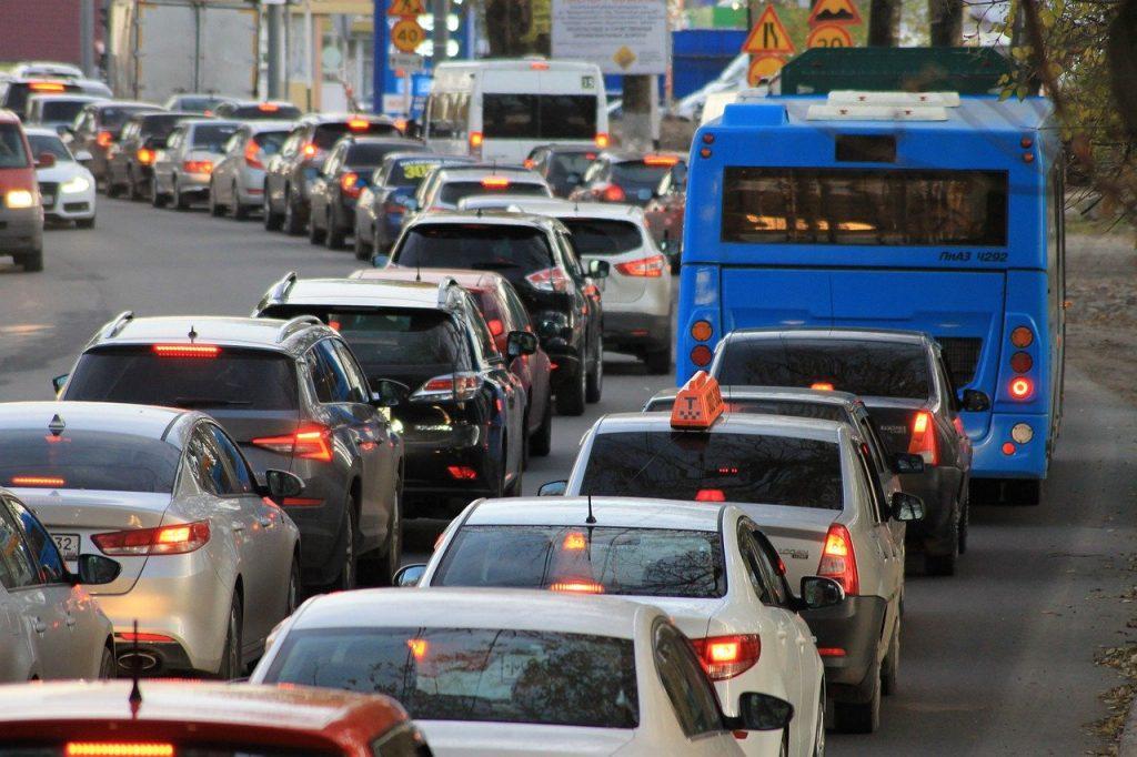 traffic jam 4522805 1280