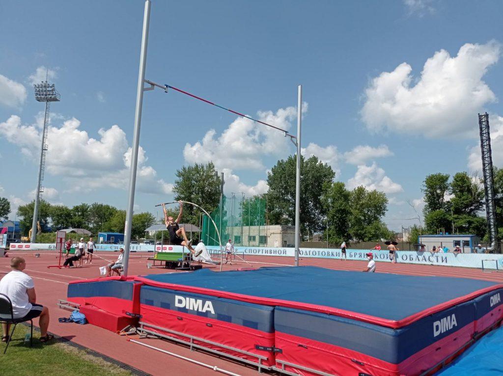 Легкоатлеты начали борьбу за Кубок России в Брянске
