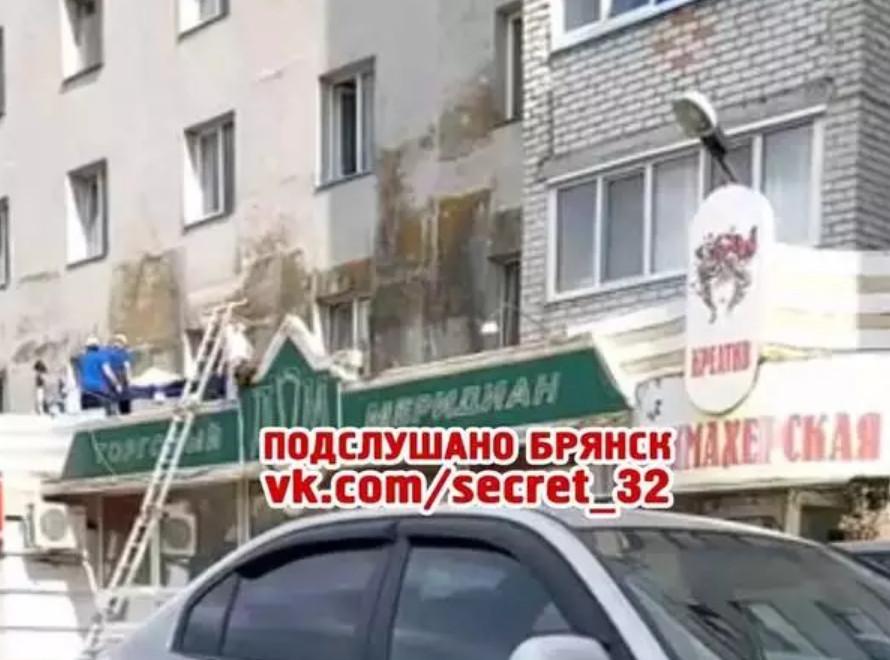 Пенсионерка выпала из окна в Брянске