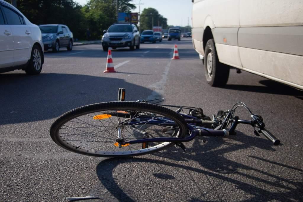 В Клинцах автоледи сбила 40-летнего велосипедиста