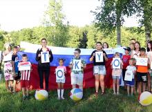 Жители Стеклянной Радицы поддержали российских олимпийцев флешмобом