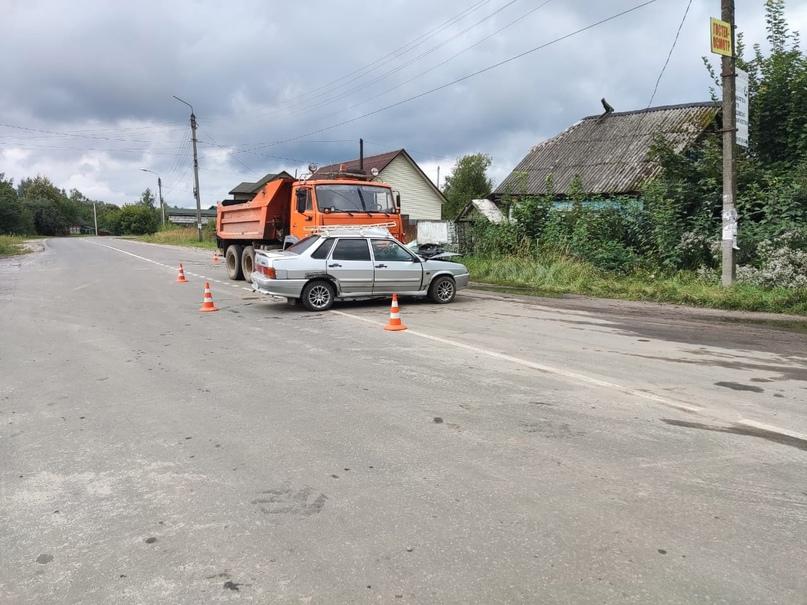 В Клетне погиб водитель легковушки после столкновения с КамАЗом