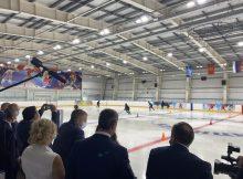 Губернатор Александр Богомаз побывал на тренировке юных хоккеистов в Клинцах