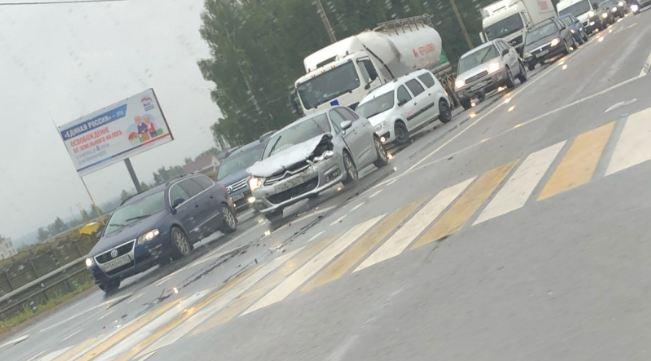 В брянском поселке Выгоничи на светофоре столкнулись две автоледи