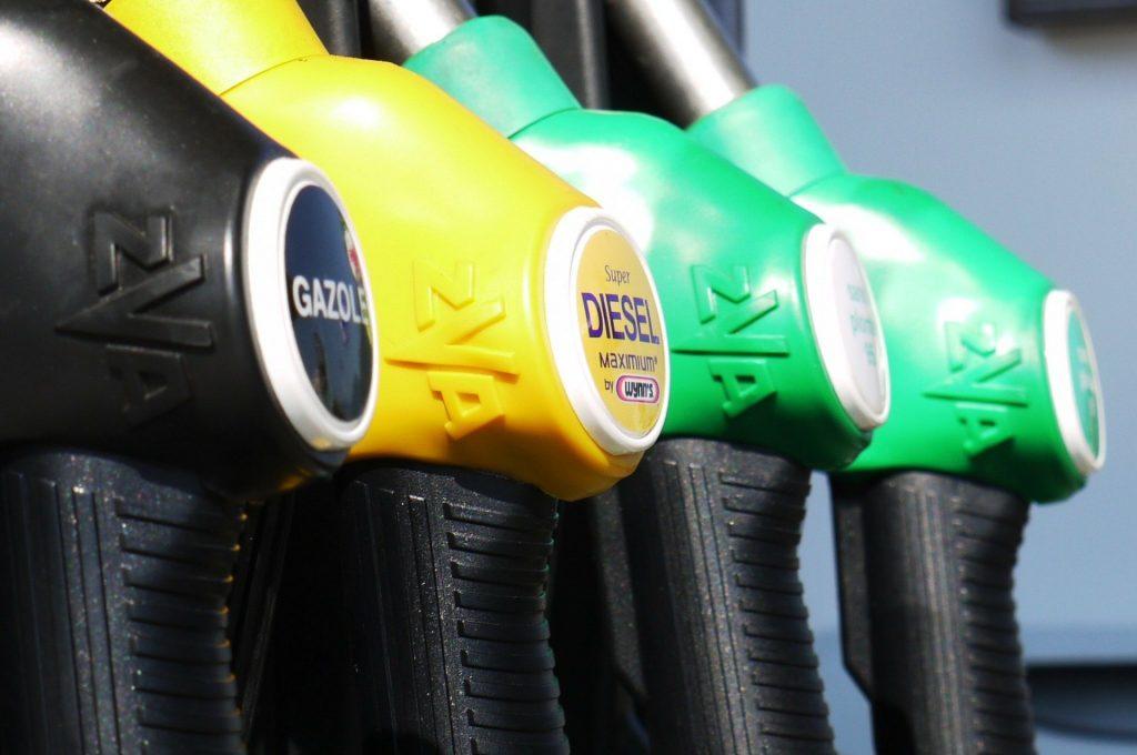 На Брянщине цена литра бензина перевалила за 50 рублей