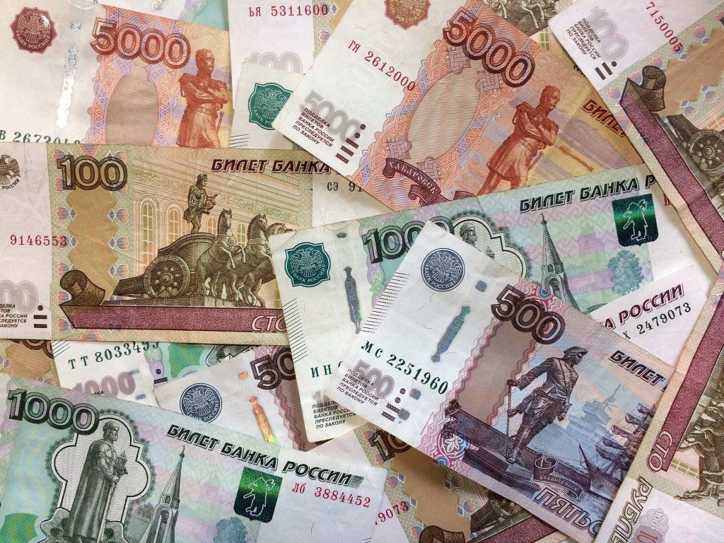В Брянске директор охранной фирмы незаконно заработал 6 млн рублей