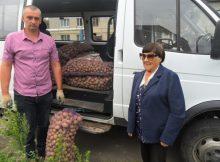 Брянские соцработники доставляют овощи пожилым и малообеспеченным землякам