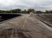 Дорожники в Брянске восстановили размытый съезд с новой дороги-дамбы к дачам