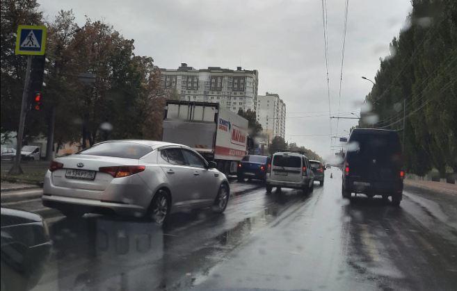 В Брянске на проспекте Московском не разъехались автомобили
