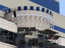 Дуга из 15 фонарей будет освещать вход в здание брянского Дворца единоборств