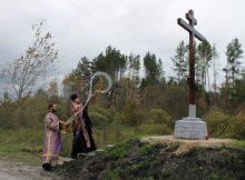 На въезде в брянский поселок Пальцо освятили Поклонный крест