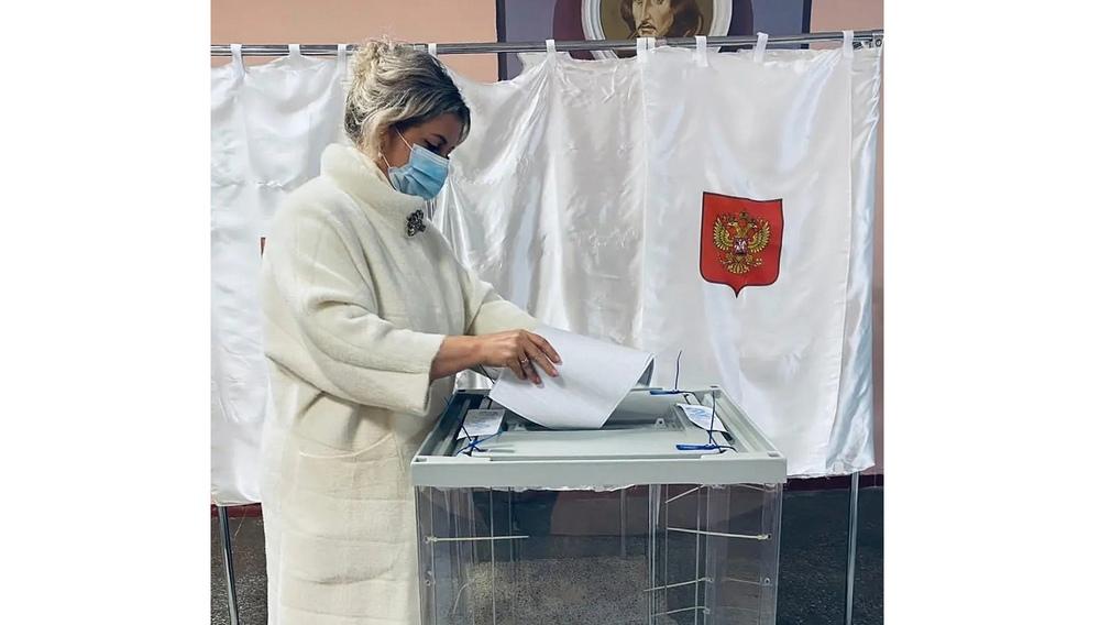 В Брянске проголосовала детский омбудсмен Инна Мухина