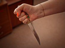 В Клинцах женщина «исполосоваала» ножом супруга