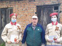 В Брянском районе юнармейцы поздравили с годовщиной освобождения Брянщины ветерана