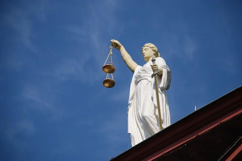 Брянский суд в третий раз оправдал защитника продавщицы Макурина