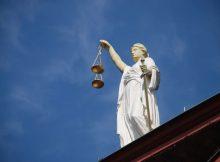 Бывшего брянского надзирателя-взяточника отправили на три года за решетку