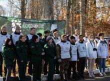 Брянские волонтеры на мемориальном комплексе «Хацунь» высадили деревья