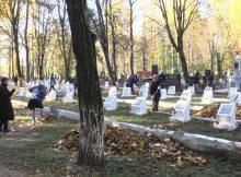 В Клинцах прошла генеральная уборка на воинском захоронении