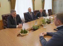 Губернатор Александр Богомаз встретился с заместителем премьер-министра Татарстана