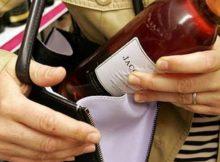 Жительницы Брянска попались на краже парфюмерии и алкоголя