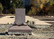 В Брянске в новом сквере установили постамент для памятника Александру Рекункова